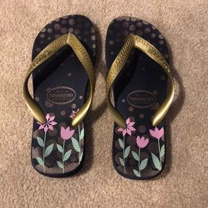 Havaianas navy and gold flip flop 7/8